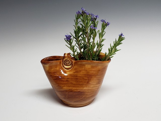 6 honey brn vase